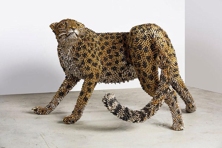 Удивительные скульптуры из гильз