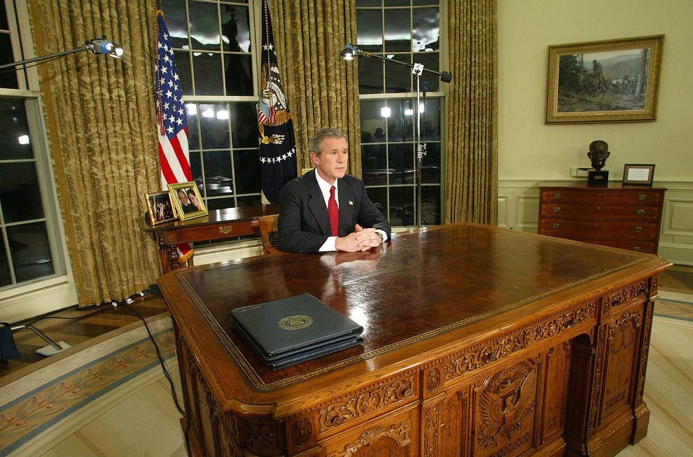 И вот уже Джордс Буш объявляет по телевидению в начале военной операции в Ираке