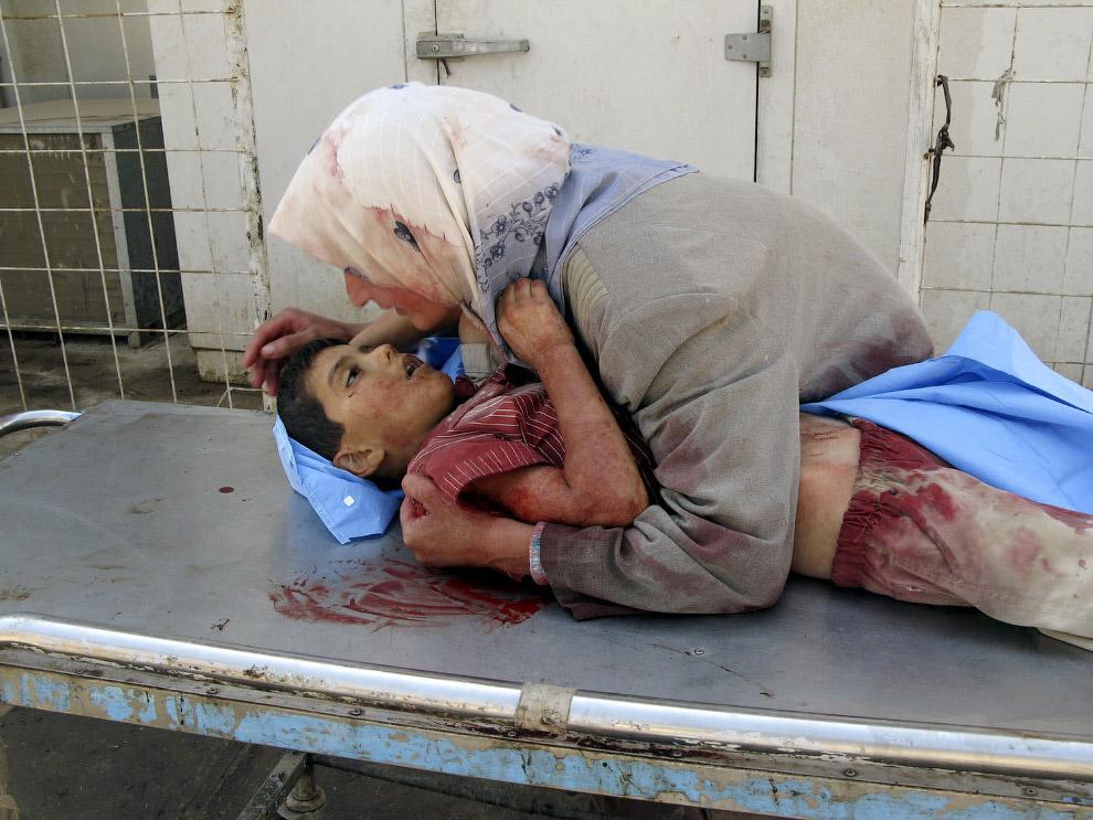 Мать и погибший 6-летний мальчик, Ирак