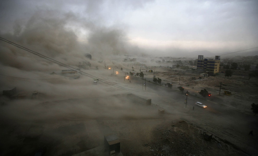 песчаная буря накрыла Кабул в Афганистане
