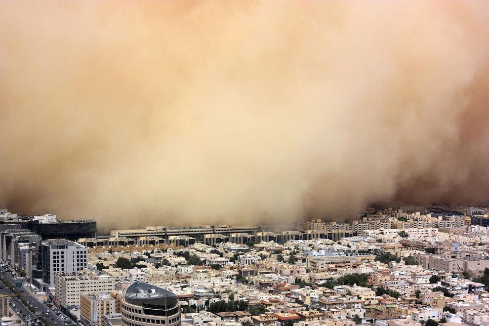 Огромная песчаная буря охватила столицу Саудовской Аравии Эр-Рияд