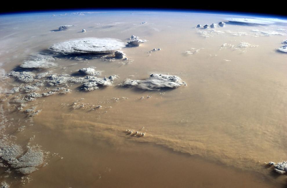 Вид на Сахару с МКС в 2014 году