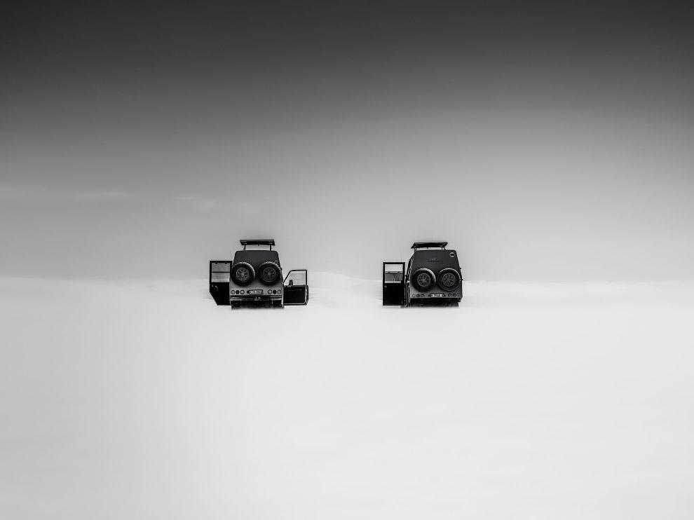 """Победитель из США со снимком """"Загадочные джипы"""", сделанном в неизвестном месте"""