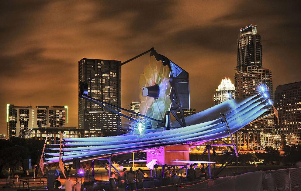 Повномасштабна модель космічного телескопа Джеймса Вебба в Остіні