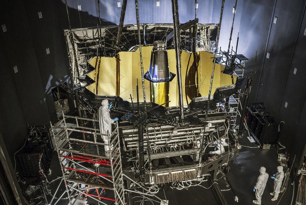 Телескоп «Джеймс Уэбб» внутри камеры А