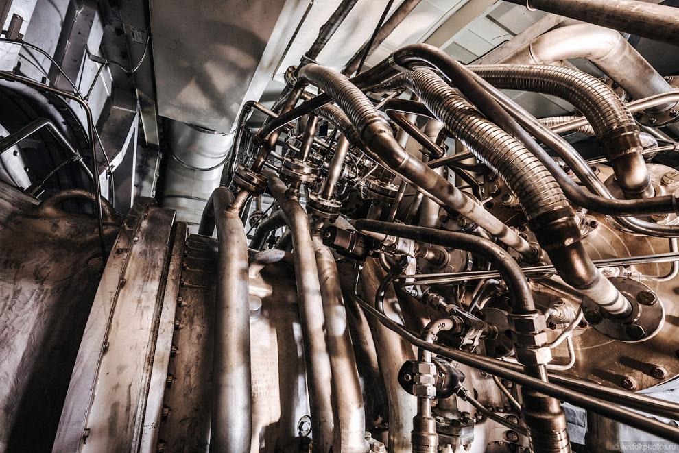 Газовая турбина внутри укрытия.