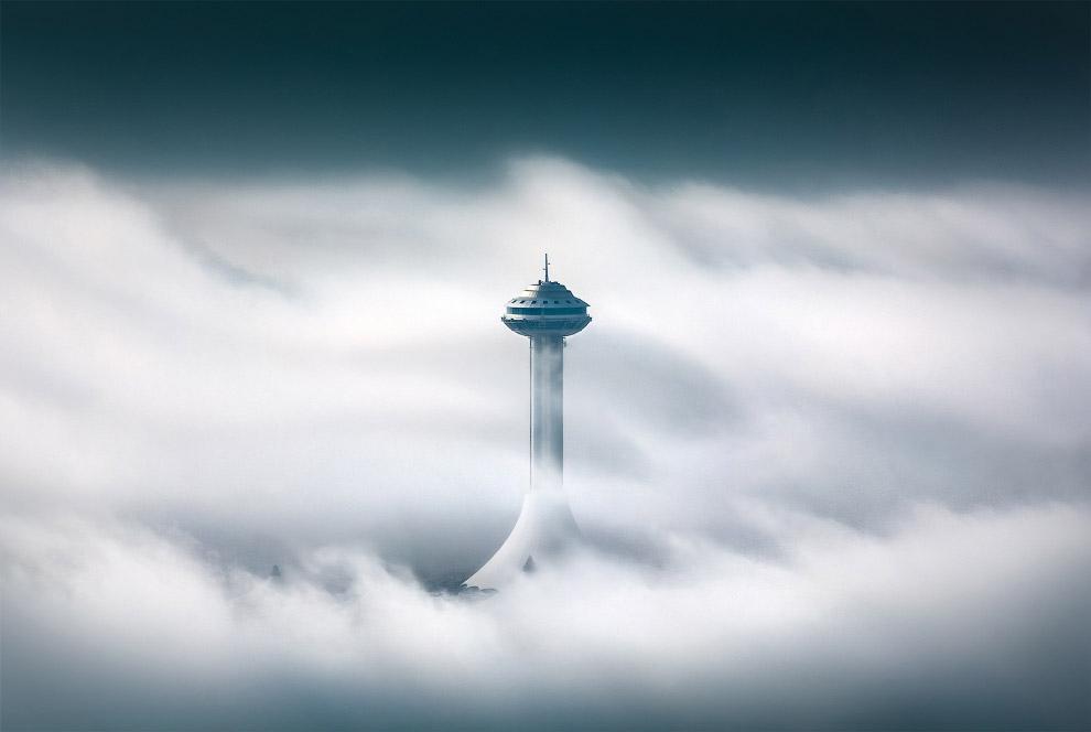 Небоскребы в тумане
