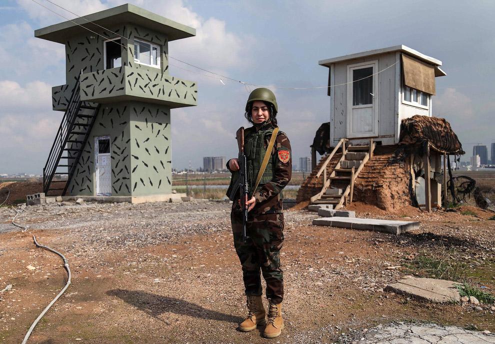 На страже военного лагеря на севере Ирака