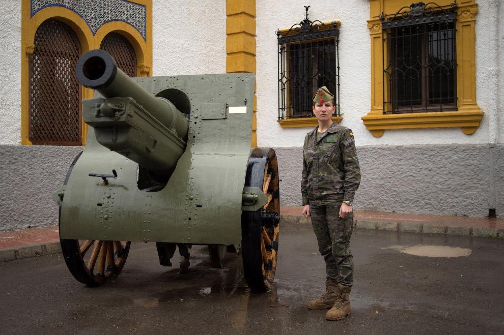 Испанский легионер на военной базе