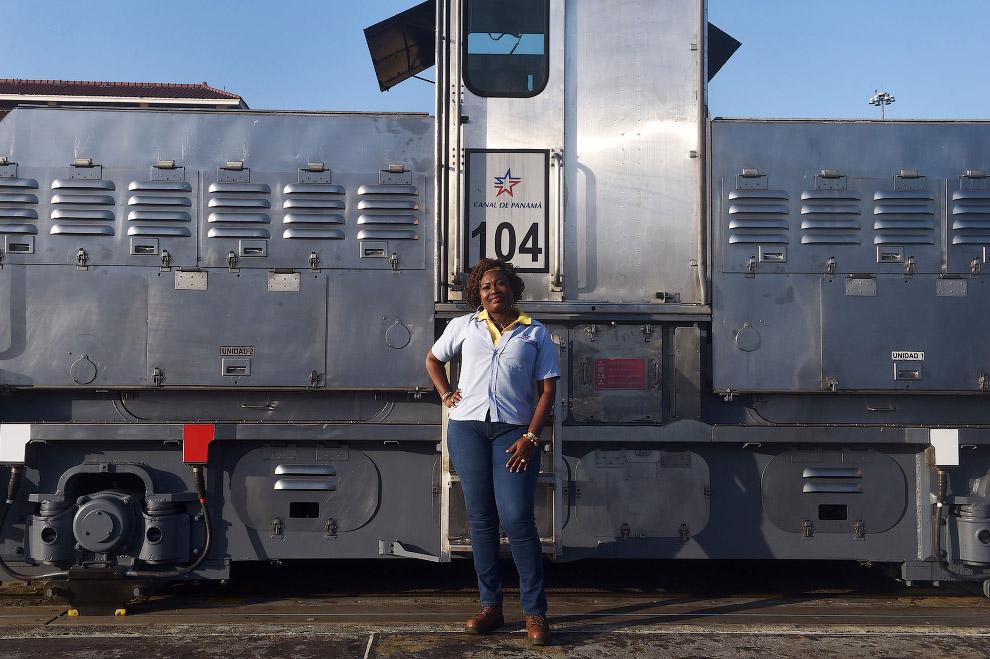Машинист локомотивов на окраине Панама-Сити
