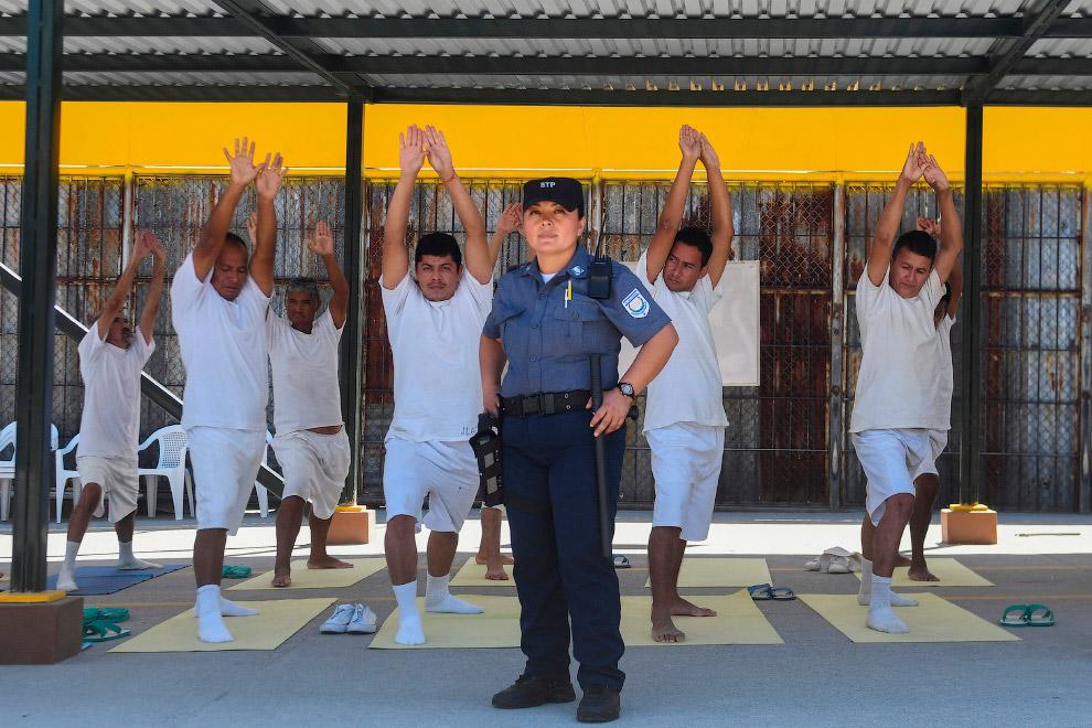 Надзиратель в тюрьме в Сан-Сальвадоре