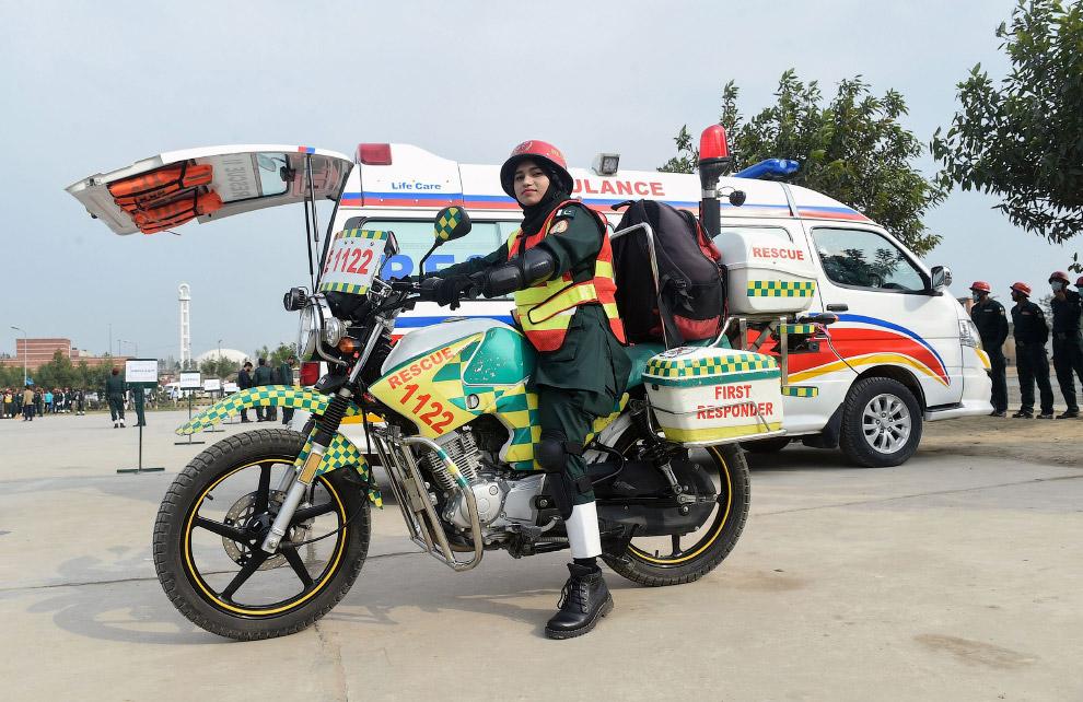 Скорая помощь на мотоцикле, Лахор