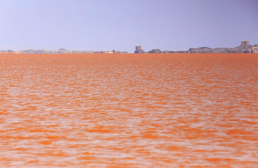 Величезне солоне озеро Карум