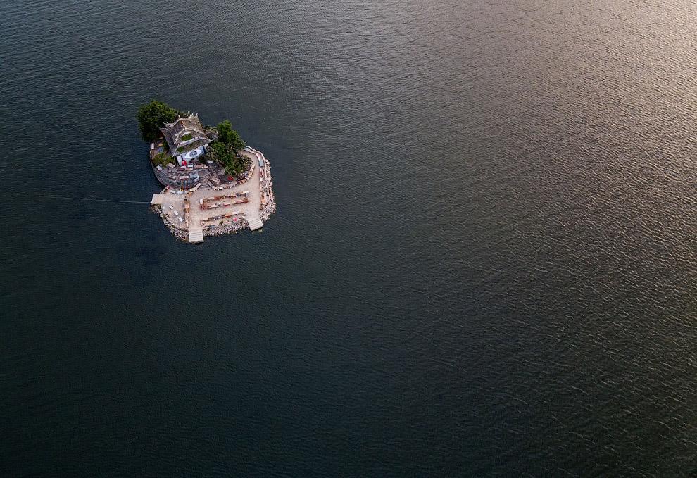 Озеро Эрхай и храм Путуо
