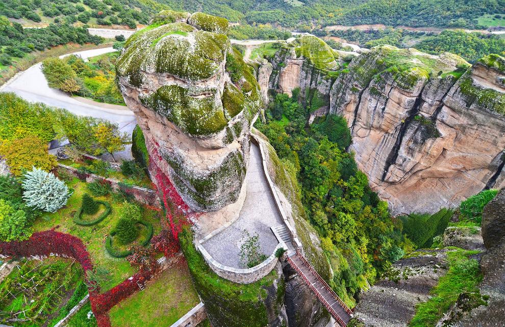 Дорожки, террасы, мосты и скалы - пейзажи Метеоры