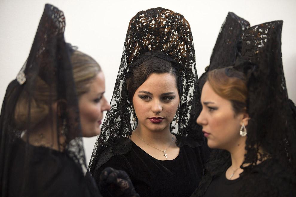 В испанской Малаге проводятся пышные пасхальные процессии