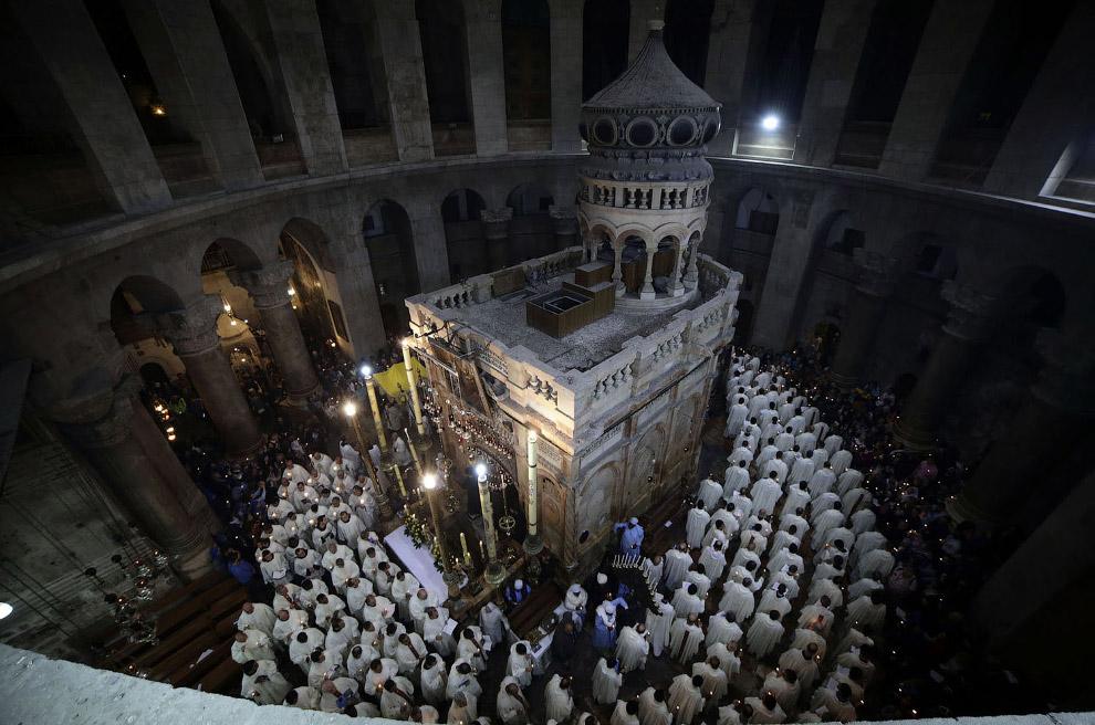 Процессия в Храме Гроба Господня, Иерусалим