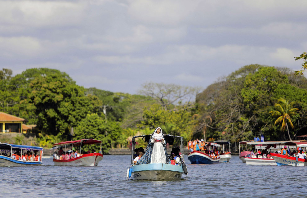 Водный Крестный путь на озере Кочиболка в Никарагуа