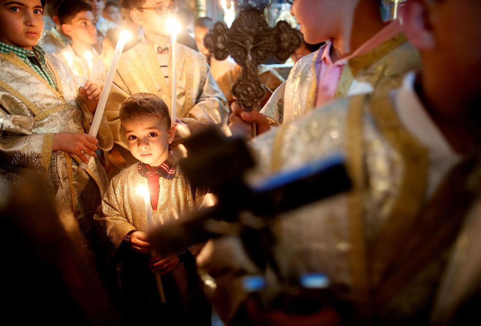 Пасхальное воскресенье в церкви Святого Порфирия в городе Газа