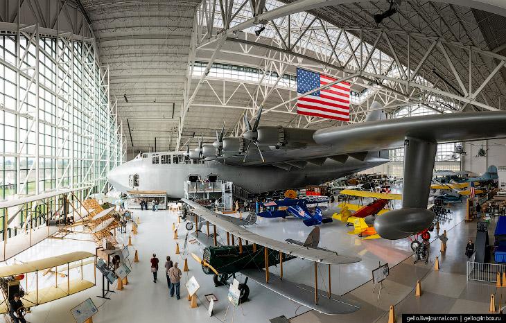 Hughes H-4 Hercules — самый большой в мире гидросамолёт