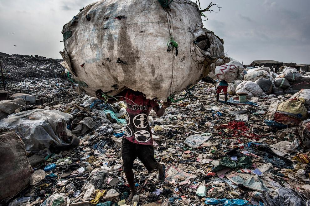 Мусорный полигон в Лагосе, Нигерия