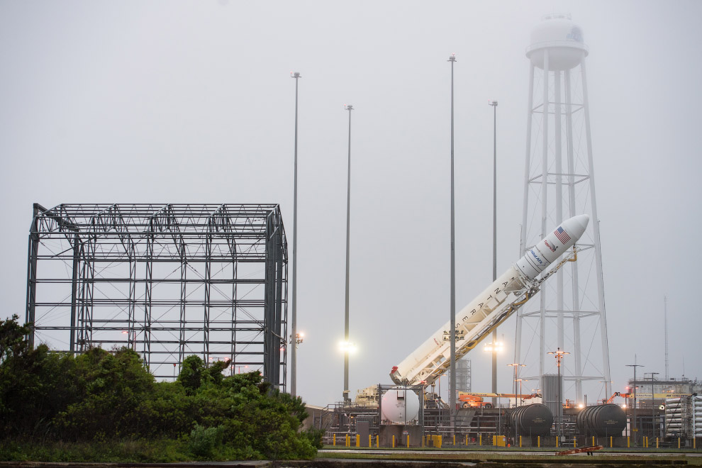 Orbital ATK CRS-9 Raising on the Pad