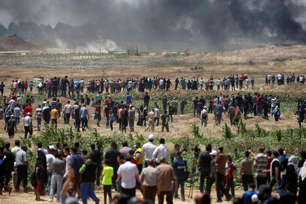 Протестующие палестинцы на границе с Израилем