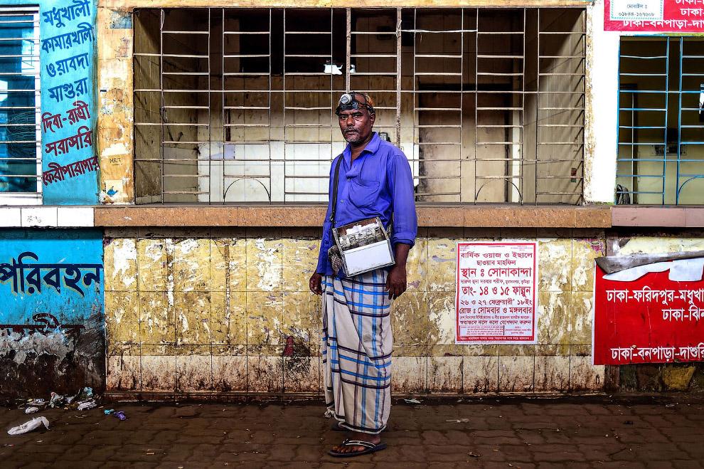 Профессиональный очиститель ушей из Бангладеша