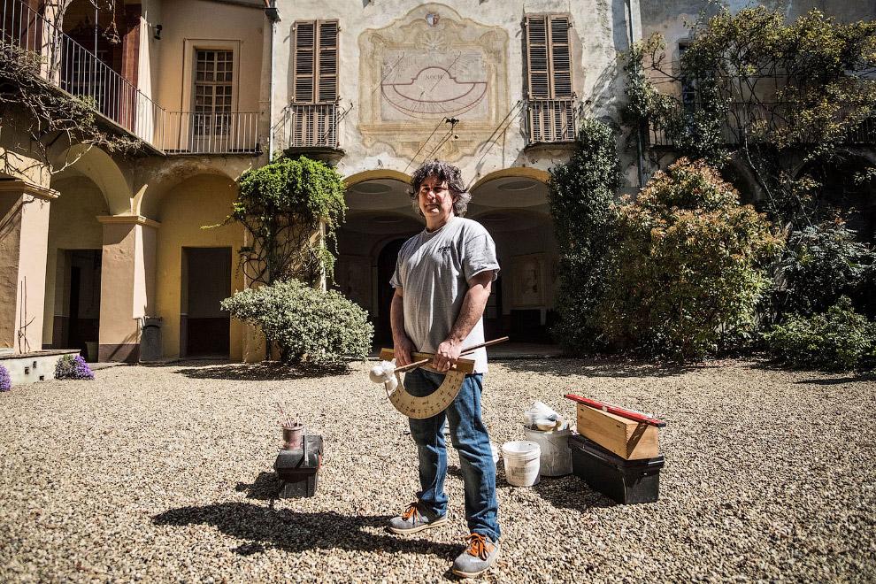 Один из последних в в Италии создатель солнечных часов