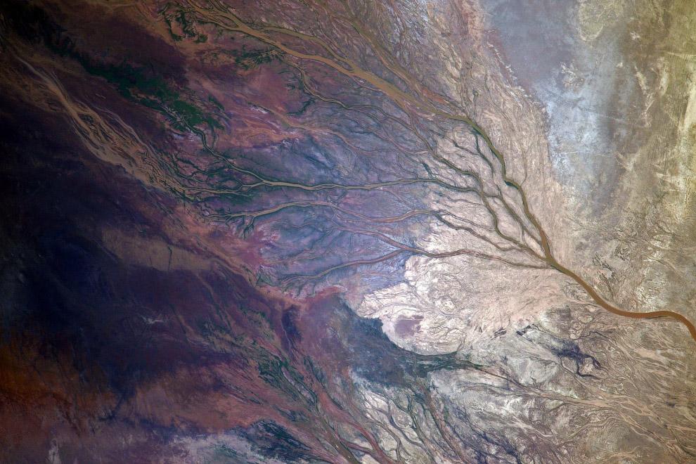 Пролетаем где-то над Казахстаном... Очень красиво выглядит