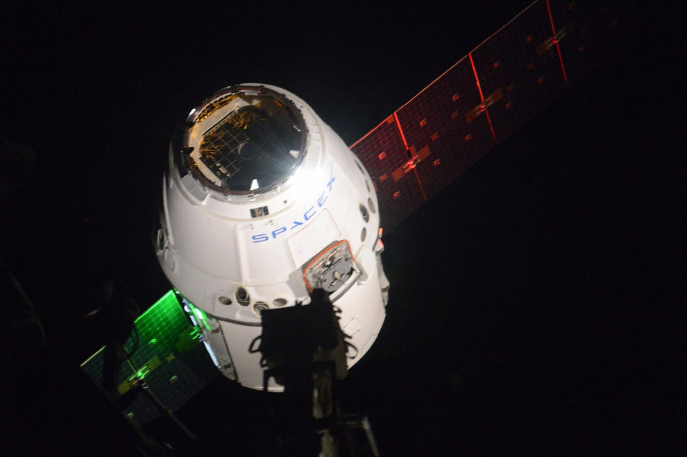 Грузовой космический корабль Dragon