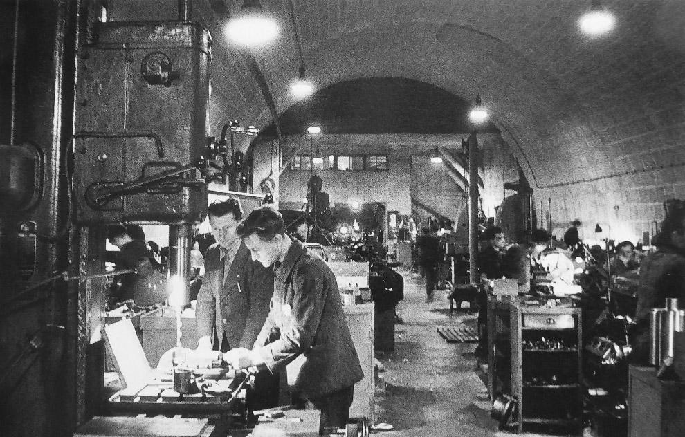 Цех подземного оружейного завода вблизи города Гармиш-Партенкирхен, Германия 1944-1945 гг.
