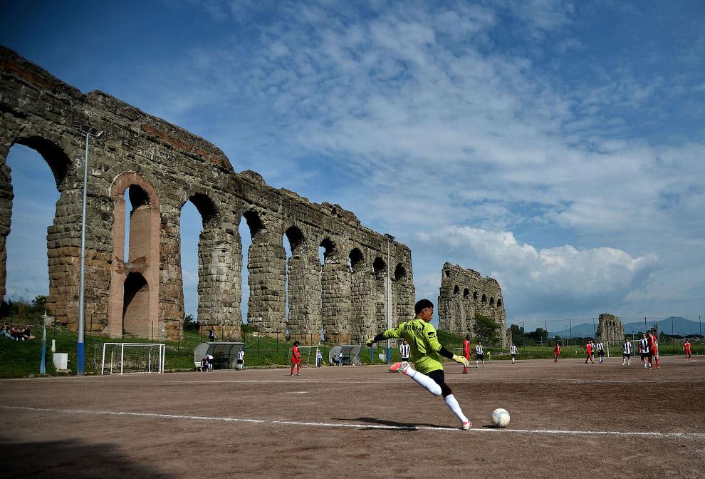 Футбольное поле в Риме, Италия