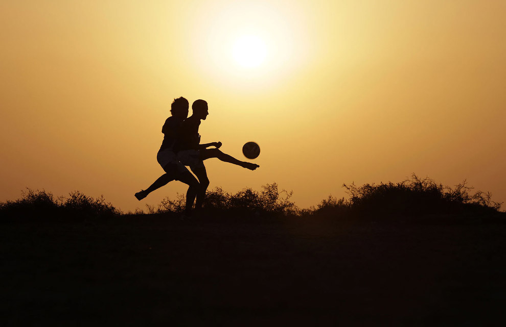 Футбол на закате в Малкию, Бахрейн