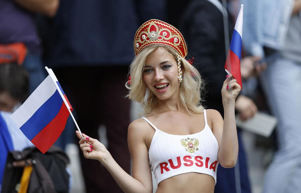 Болельщица в Лужниках, Москва