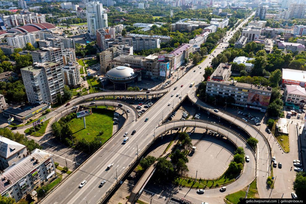 Транспортная развязка на пересечении улиц Ленинградская и Карла Маркса.