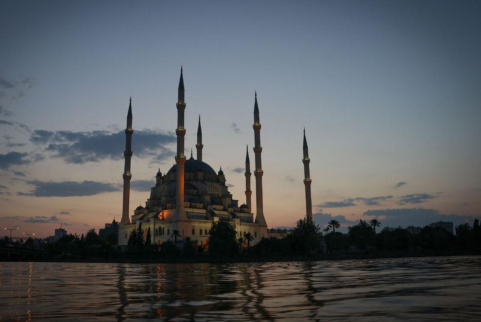 Мечеть Сабанджи в турецкой провинции Адана