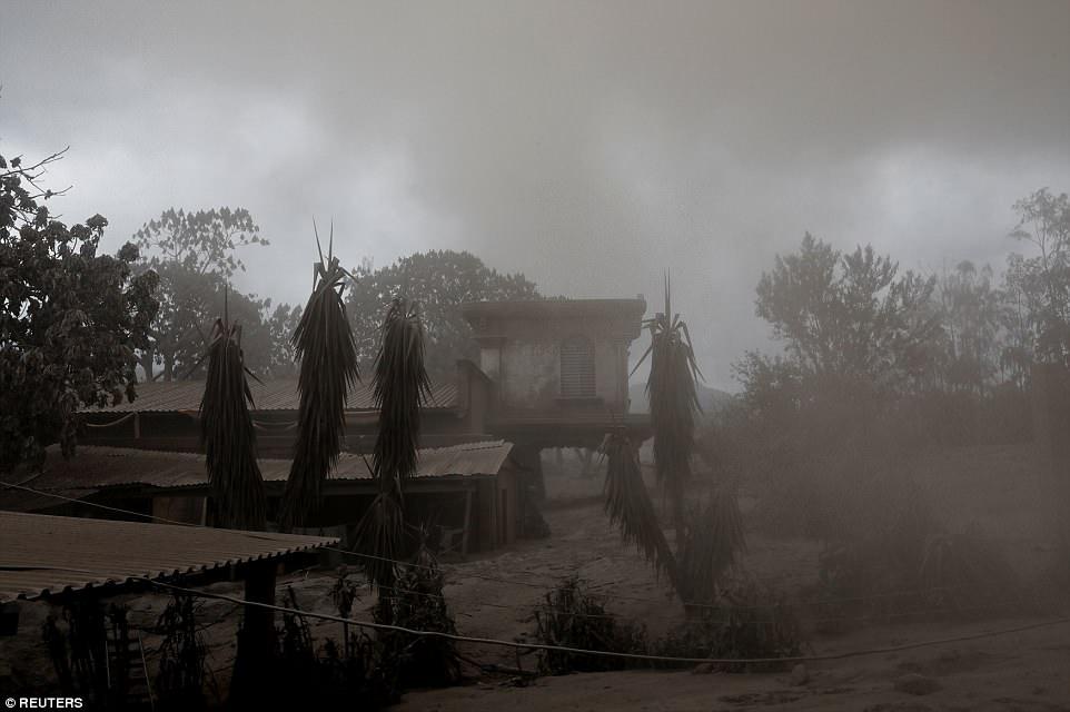 Вулкан Фуэго в Гватемале остановил время