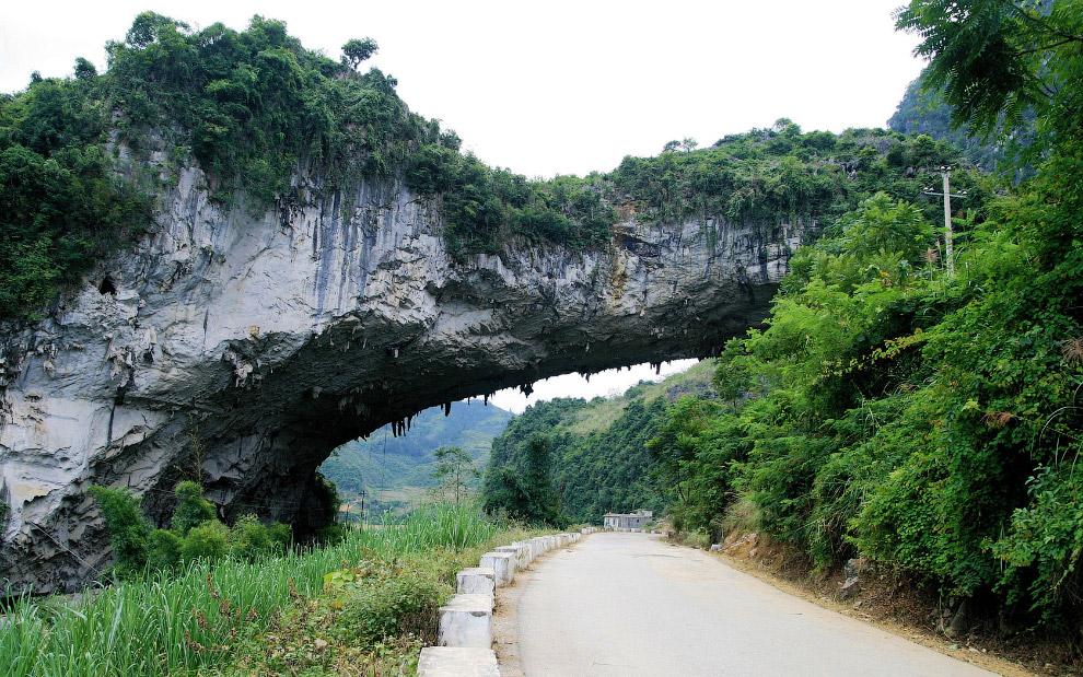 Найбільший в світі природний міст Xianren