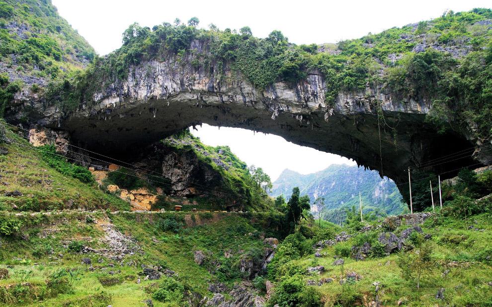 Самый большой в мире природный мост Xianren