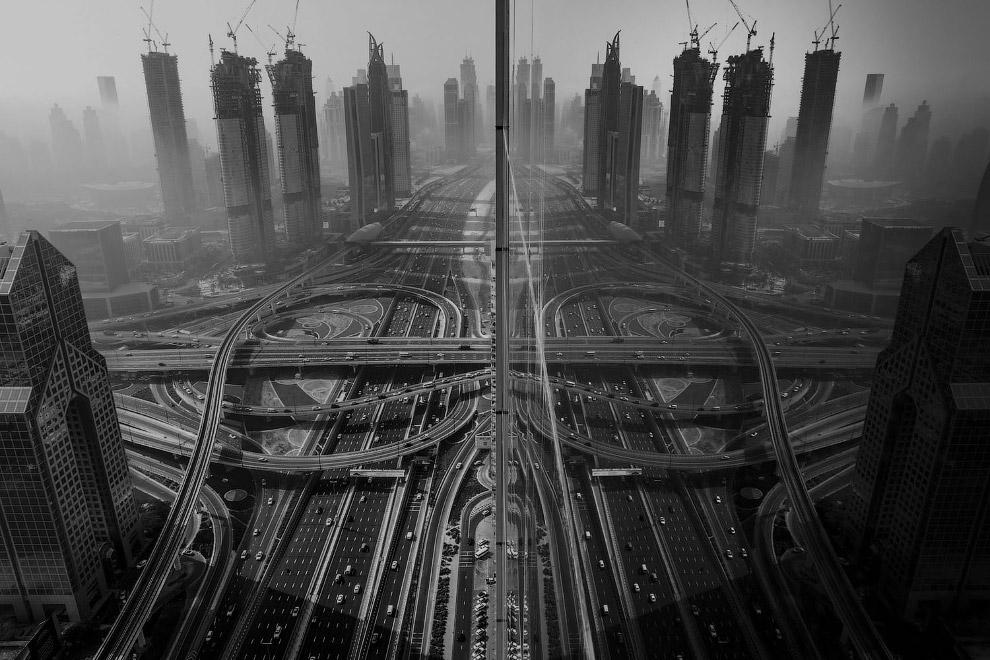Отражение. Строящиеся небоскребы в Дубае