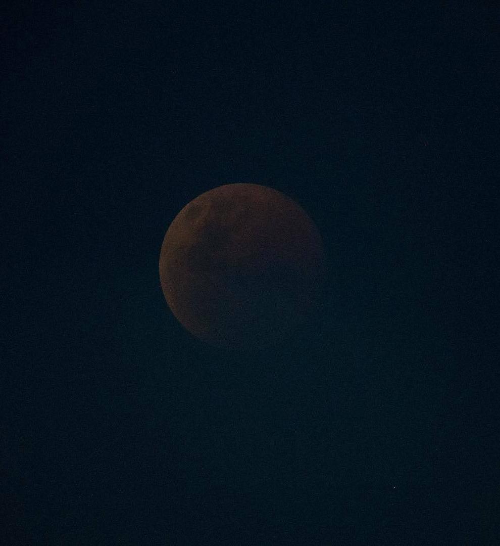 А так Лунное затмение XXI века выглядело с МКС