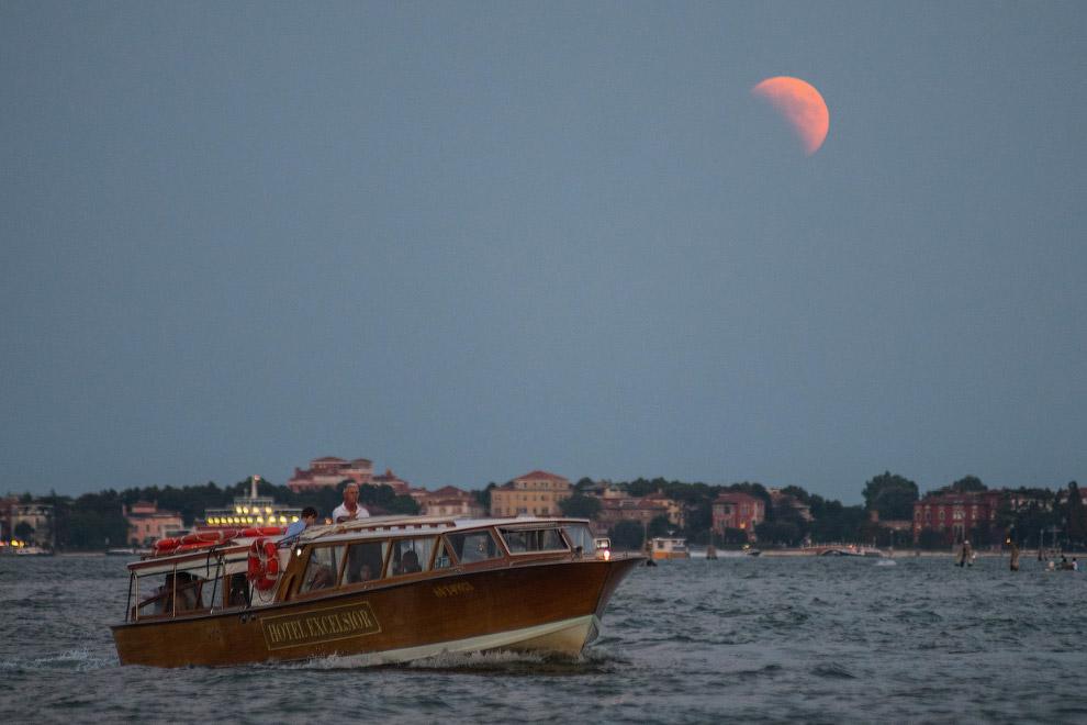 Лунное затмение в Венеции