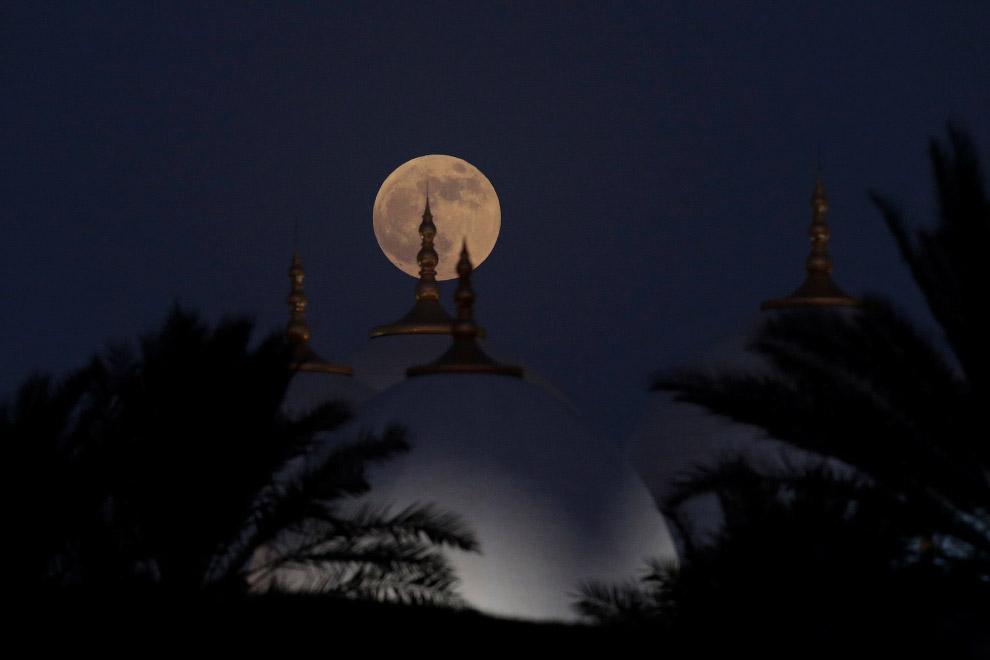 Лунное затмение в Абу-Даби