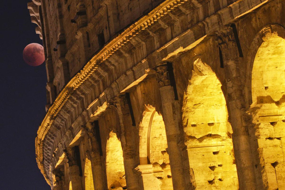 Лунное затмение XXI века в Риме