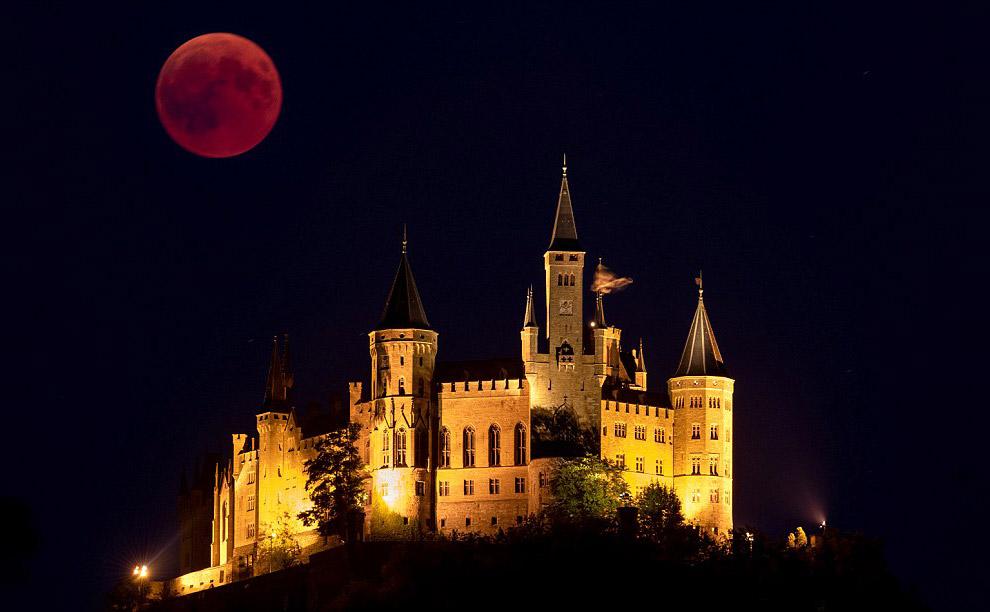 Лунное затмение над Замок Гогенцоллерн
