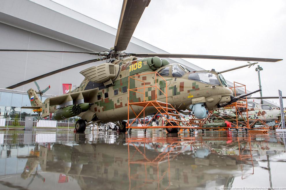 Транспортный боевой вертолёт Ми-35П.
