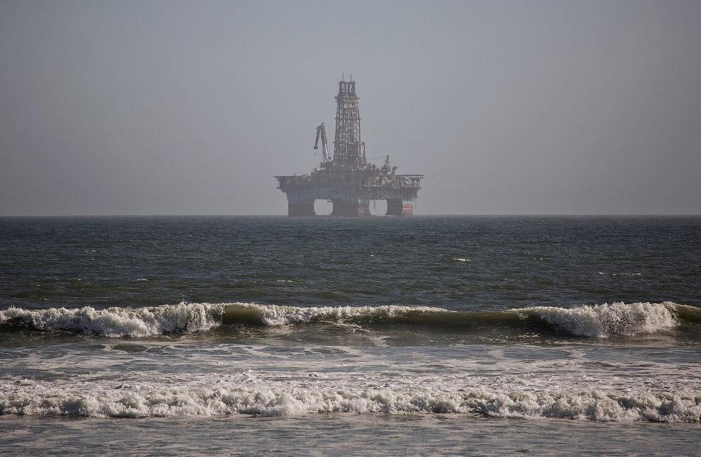 Нефтяная платформа в Уолфиш-Бей