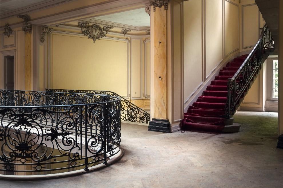 Заброшенный французский дом в отличном состоянии