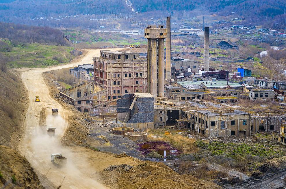 Остатки целлюлозно-бумажной фабрики на Сахалине